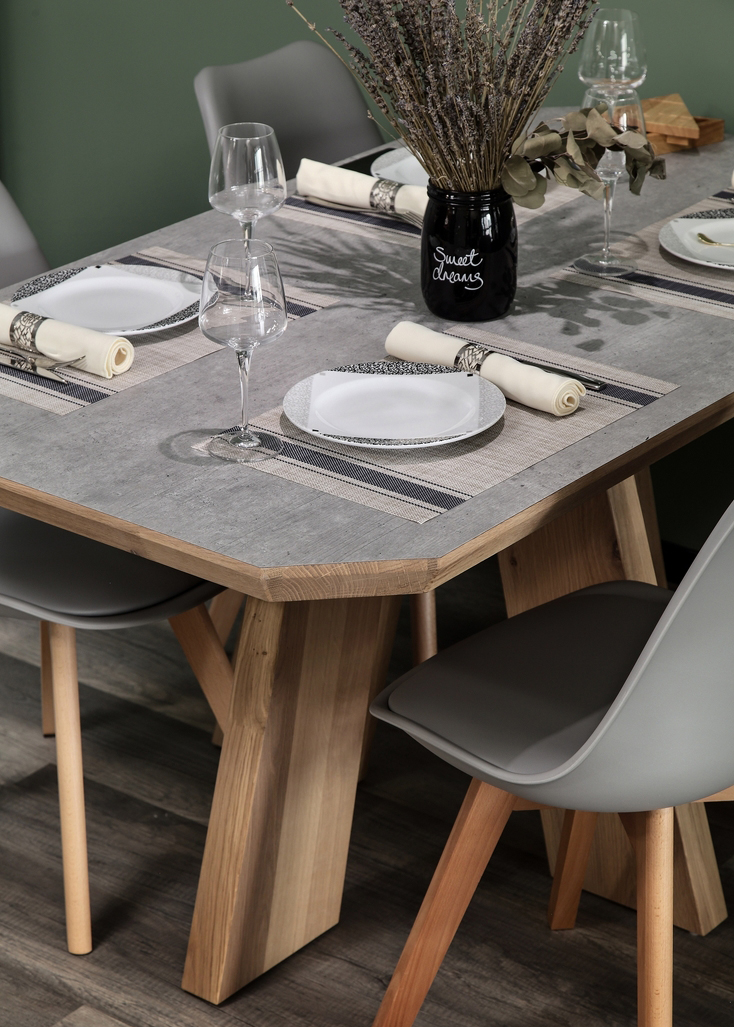 简单而充满设计感的水泥复古面实木餐桌,表达一种简约而不简单的品味,让时尚文艺青年迷恋。