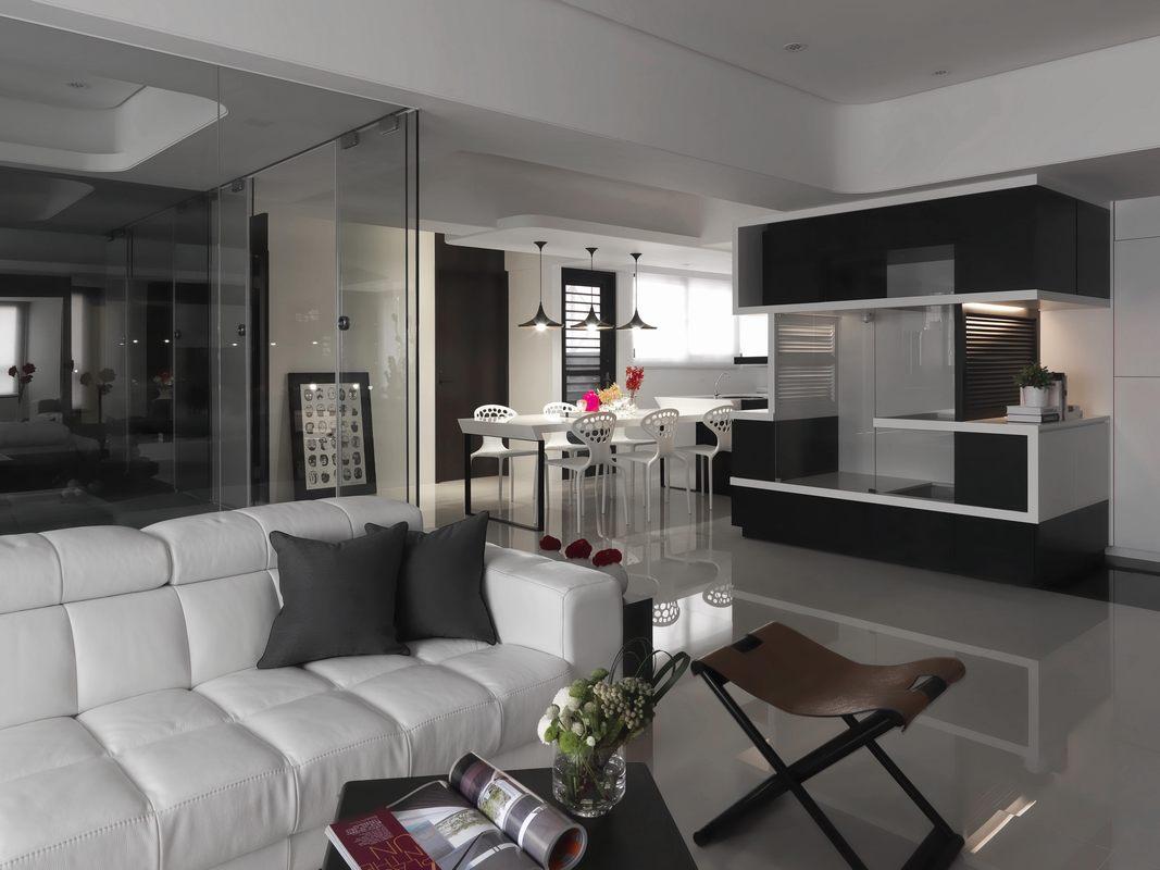 餐厅与客厅相连接,空间中没有过多隔断设计,整体视觉效果比较宽敞。