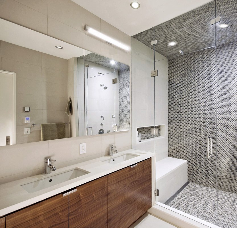 卫生间利用玻璃遮挡进行了干湿分离的设计,能够很好的保持卫生间的干爽