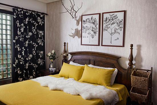 低饱和度的黄与黑的碰撞使用,为这个空间增添了不凡的气质。