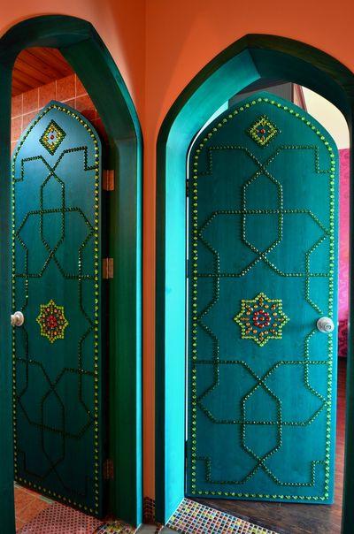 主卧大门是全家施工的亮点,从整体造型到门上的图案线条,充满了浓郁的阿拉伯气息。