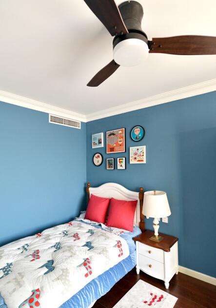 地中海风情的卧室。