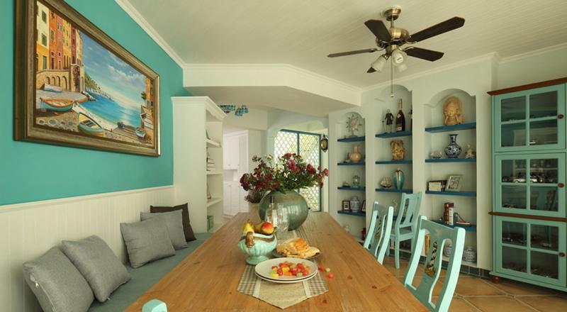 餐厅的卡座设计在节省了空间的基础上,更添异域风情。