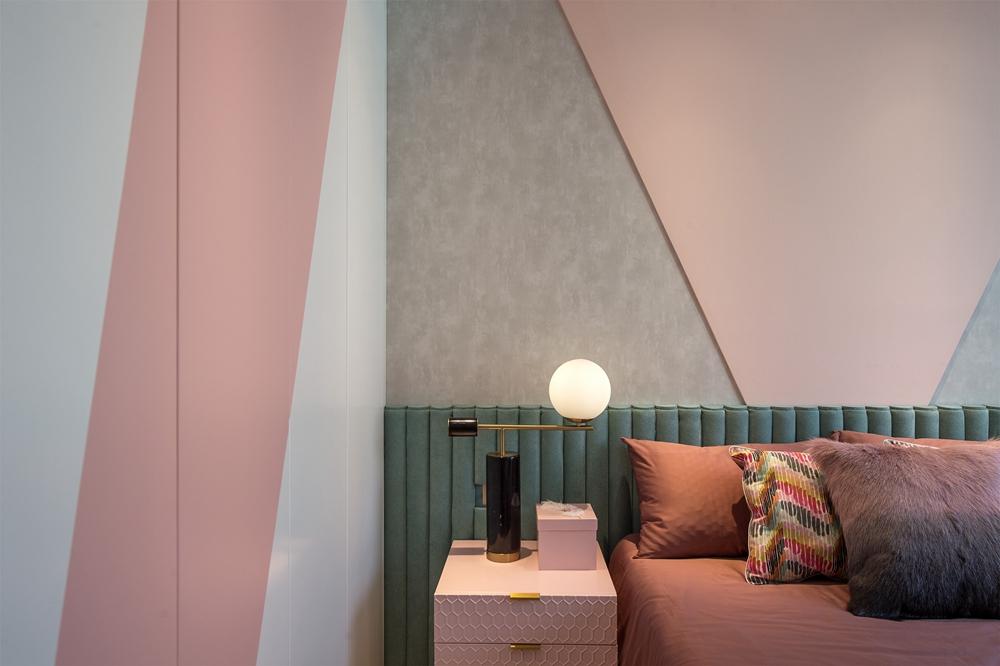 简洁个性现代风彰显出温馨浪漫的魅力,粉色基调让空间在视觉效果上柔和许多。