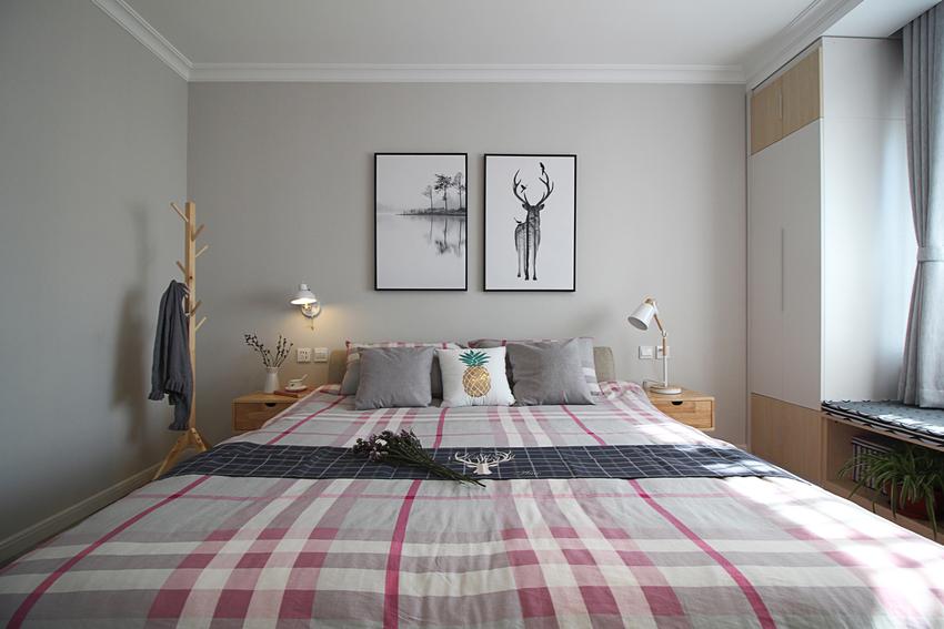业主似乎娴熟又深知北欧风的温馨和简约,充分利用原木色的纯白色,特别是卧室的壁柜。