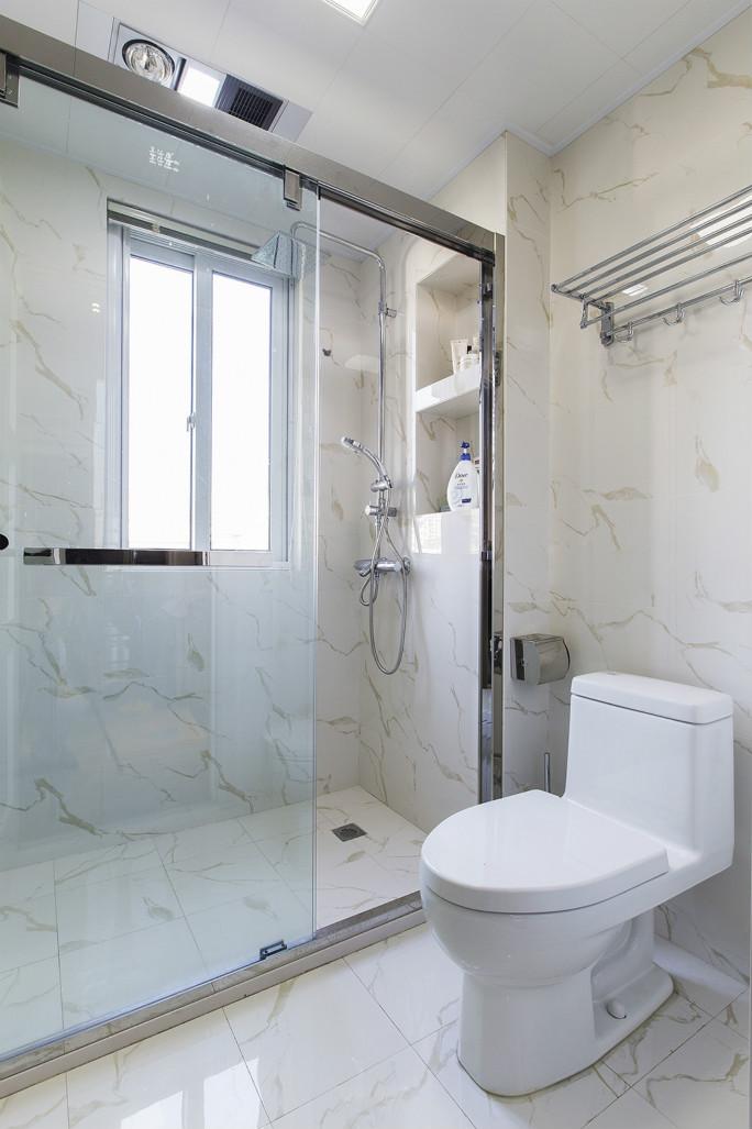 卫生间干湿分离,整个空间简约唯美
