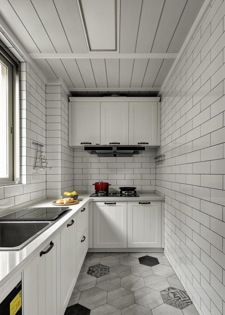 中式的厨房设备齐全,空间充足。