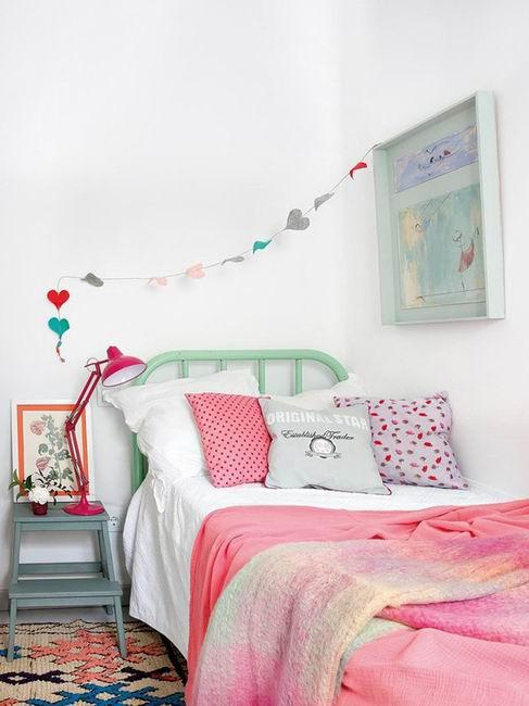 儿童房的粉色调,再通过丰富的配饰点缀,睡眠空间显得温馨可爱。