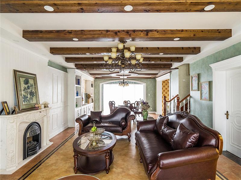 美式风格反映在装修上对各种仿古的墙地砖、石材的偏爱和对各种仿旧工艺品的追求上。