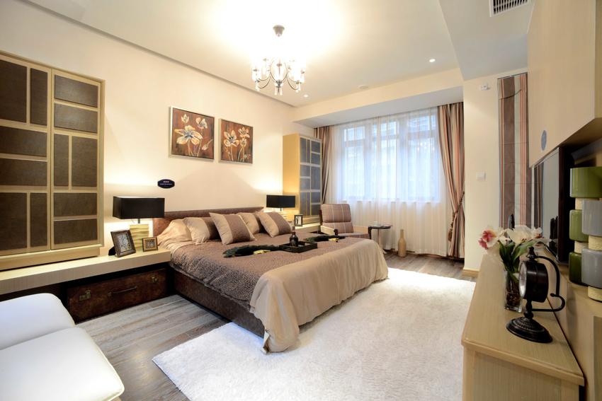年长者的房间遵循着以静为主的原则,灯光,氛围宁静而又平和。