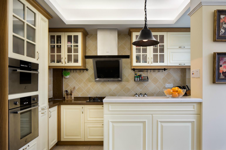厨房做了充足的收纳,也不会显得拥挤,反而整洁大方
