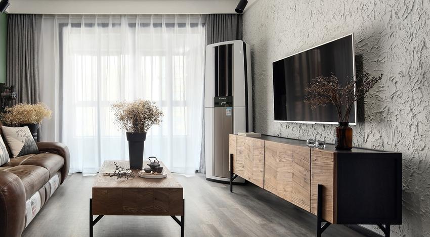 整个空间既有温润的木质,又有帅气的铁件,还有复古的做旧皮质。