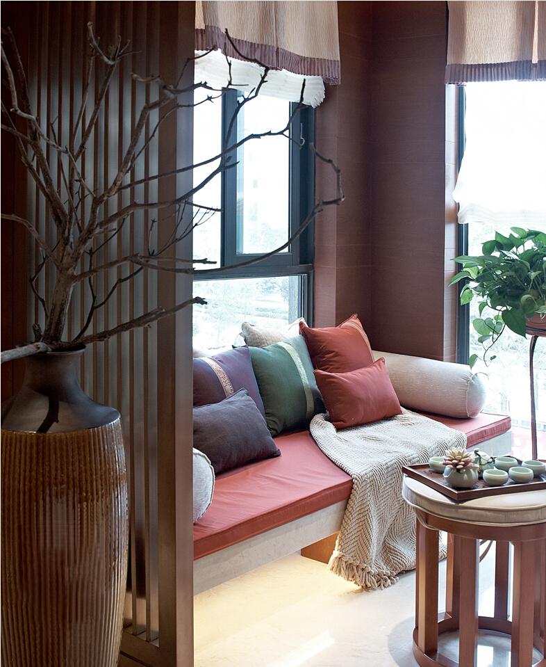 阳台设计了软榻,闲暇之余,品茶休憩都是非常不错的选择。
