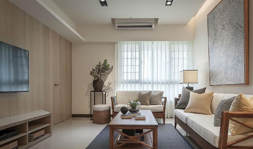 在留白的沙发背墙,挂上一幅艺术作品妆点,注入人文气息。