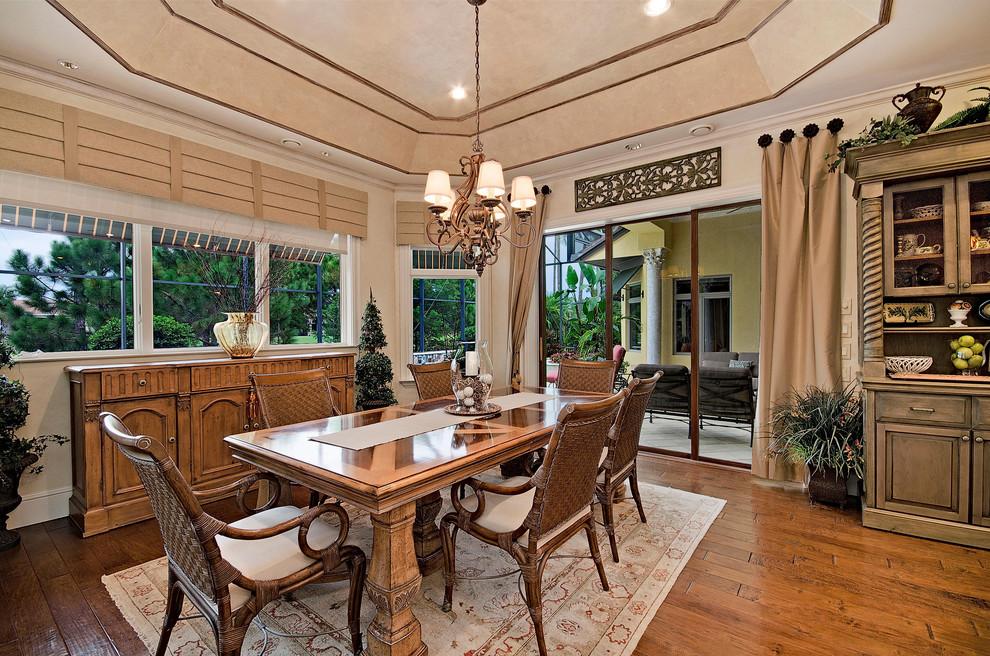 餐厅空间环境多表现出华美、富丽、浪漫的气氛。