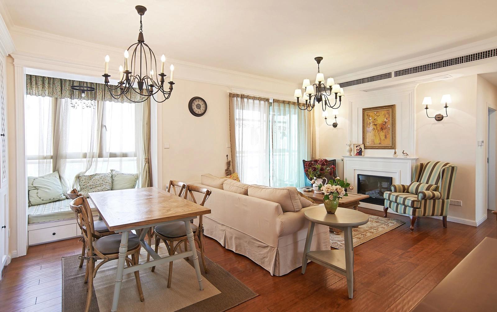 当做沙发的背景也是一个很有创意的空间。