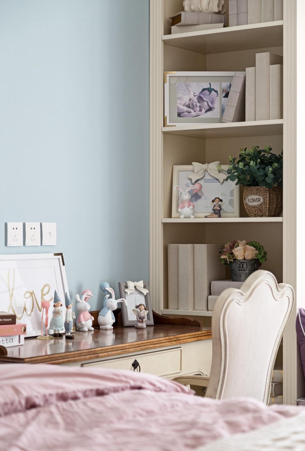 童趣背景墙设计感强烈,书柜设计键约束是,与窗帘形成雅致的视觉空间。