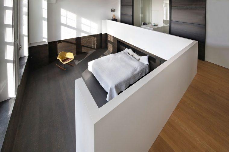 利用高度的优势,在二层空间继续建造夹层设计。