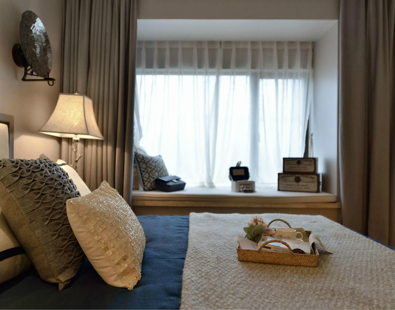 床品及窗帘等布艺饰品,用色上的统一,让空间质感上乘