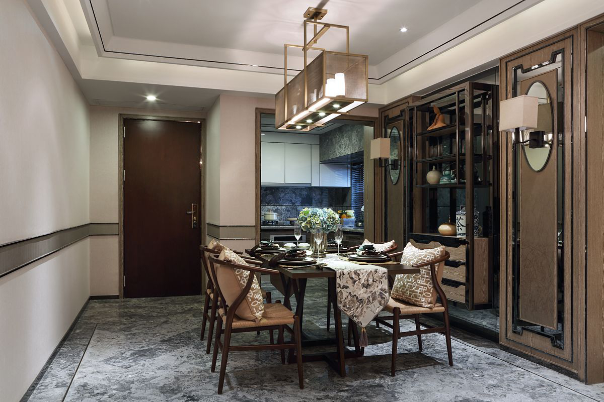 餐厅中式形影相间的气氛意境,搭配以块面为型的软饰,演绎出具有东方特色的情调。