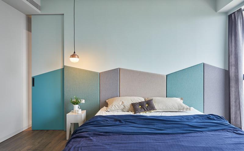 蓝色成为了空间主要的点缀装饰,深浅的变换不但可以带来丰富的层次感。