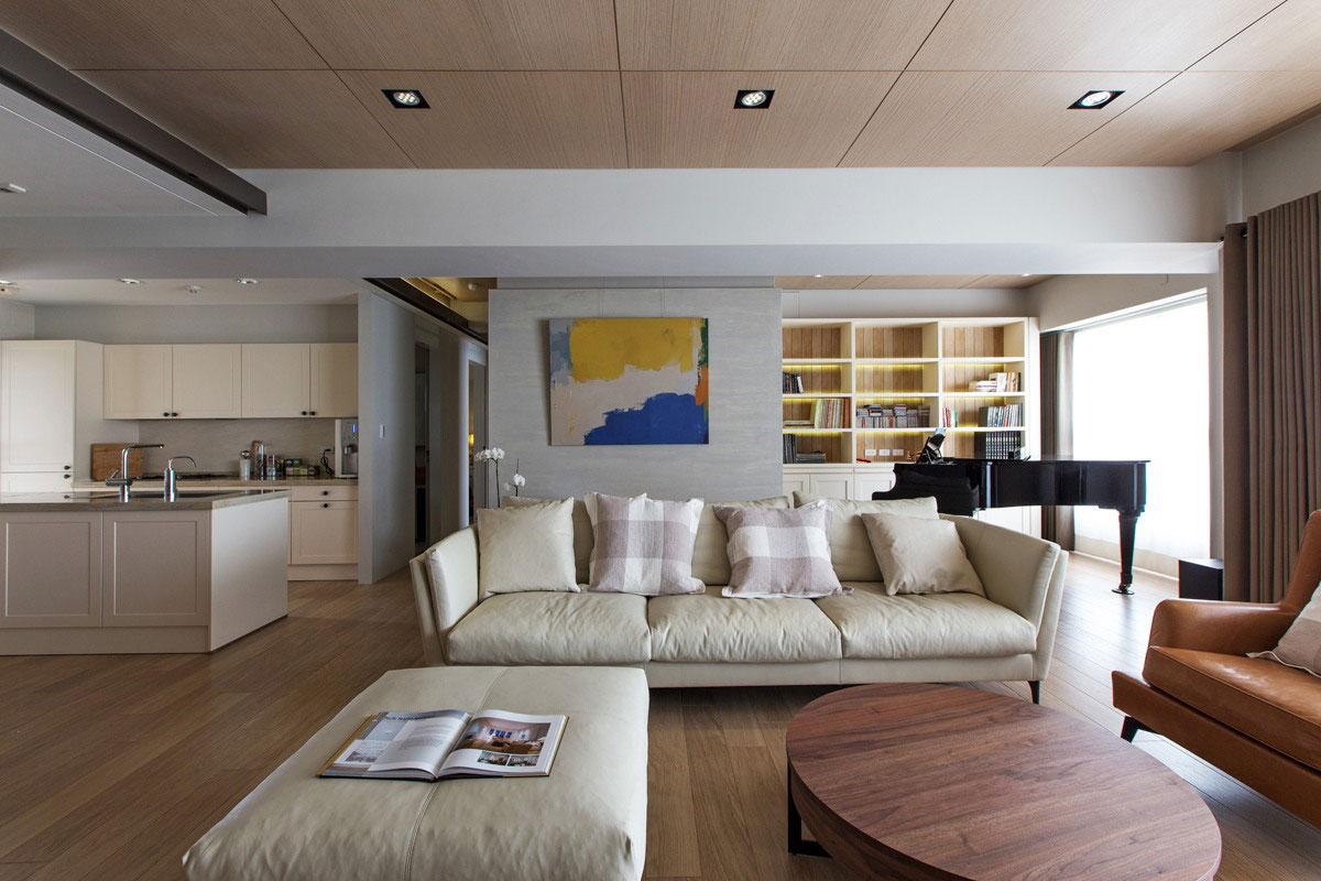 客厅木质地板搭配白色沙发整个室内干净整洁
