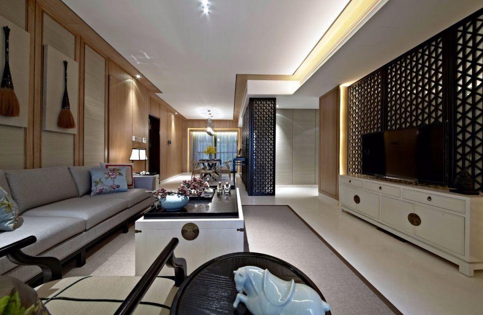客厅去繁就简,原木色背景墙充满中式气息,镂空客厅隔断与电视背景墙设计使整个空间变得柔软、温情、有韵味