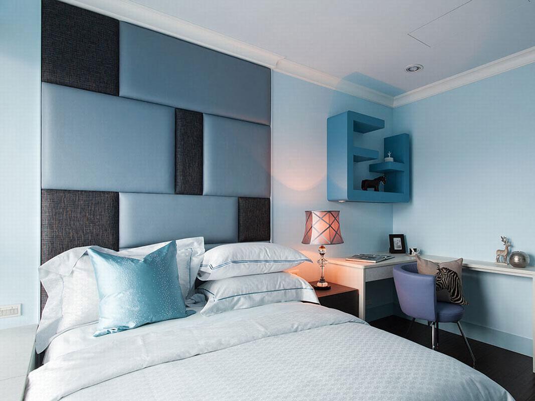 大量的墙壁上留白,一般不做繁琐的修饰,以家具、灯光等有机组合来构建起舒适的家居氛围。