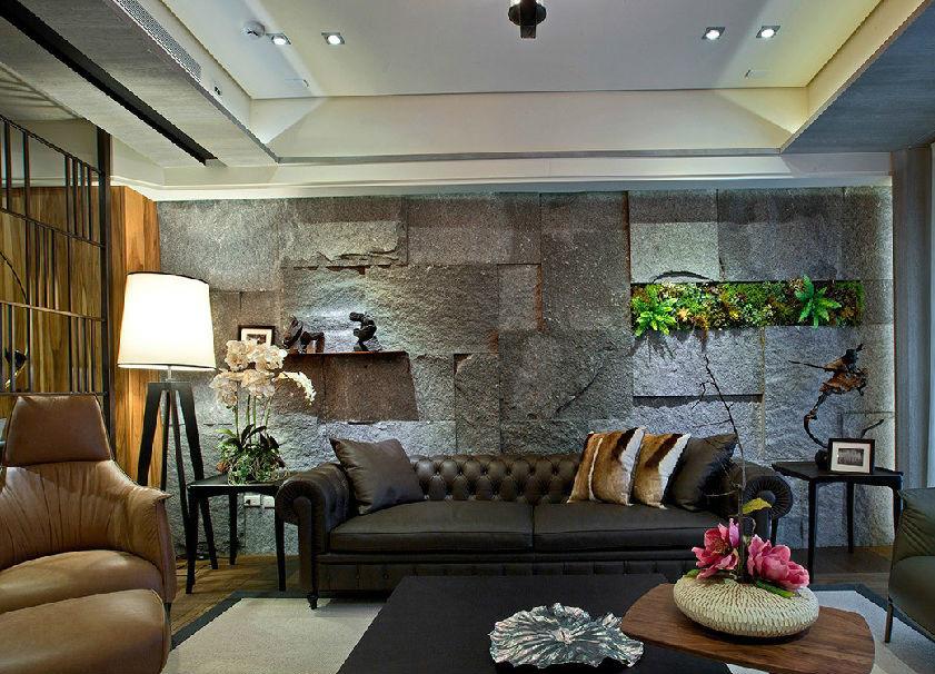 原始粗犷的玄武岩铺陈整面沙发墙,局部点缀绿意植栽,围塑出自然休闲气息。