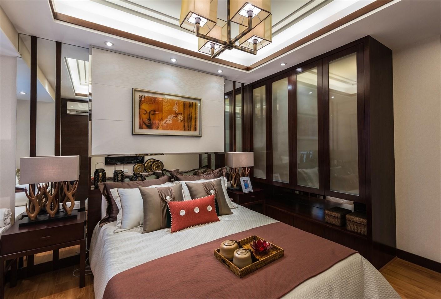 次卧床头背景墙设计非常立体,非常有层次感。