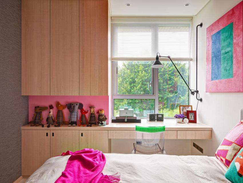 远离繁琐的细节,大面积运用色彩,创造出一种宁静、简洁的内部装饰。