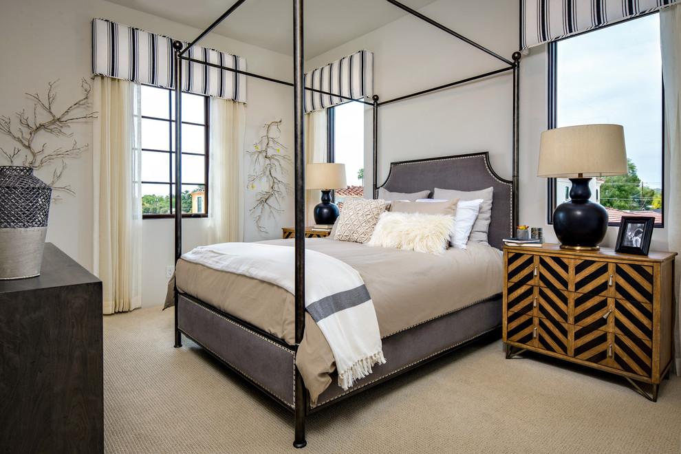 其中设计别致的是,床的四角是精致的框架装饰,搭配上纱状的灰白色床幔,很是浪漫