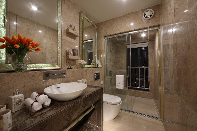 卫生间整体干湿分离,洗浴台也做了很好的收纳空间