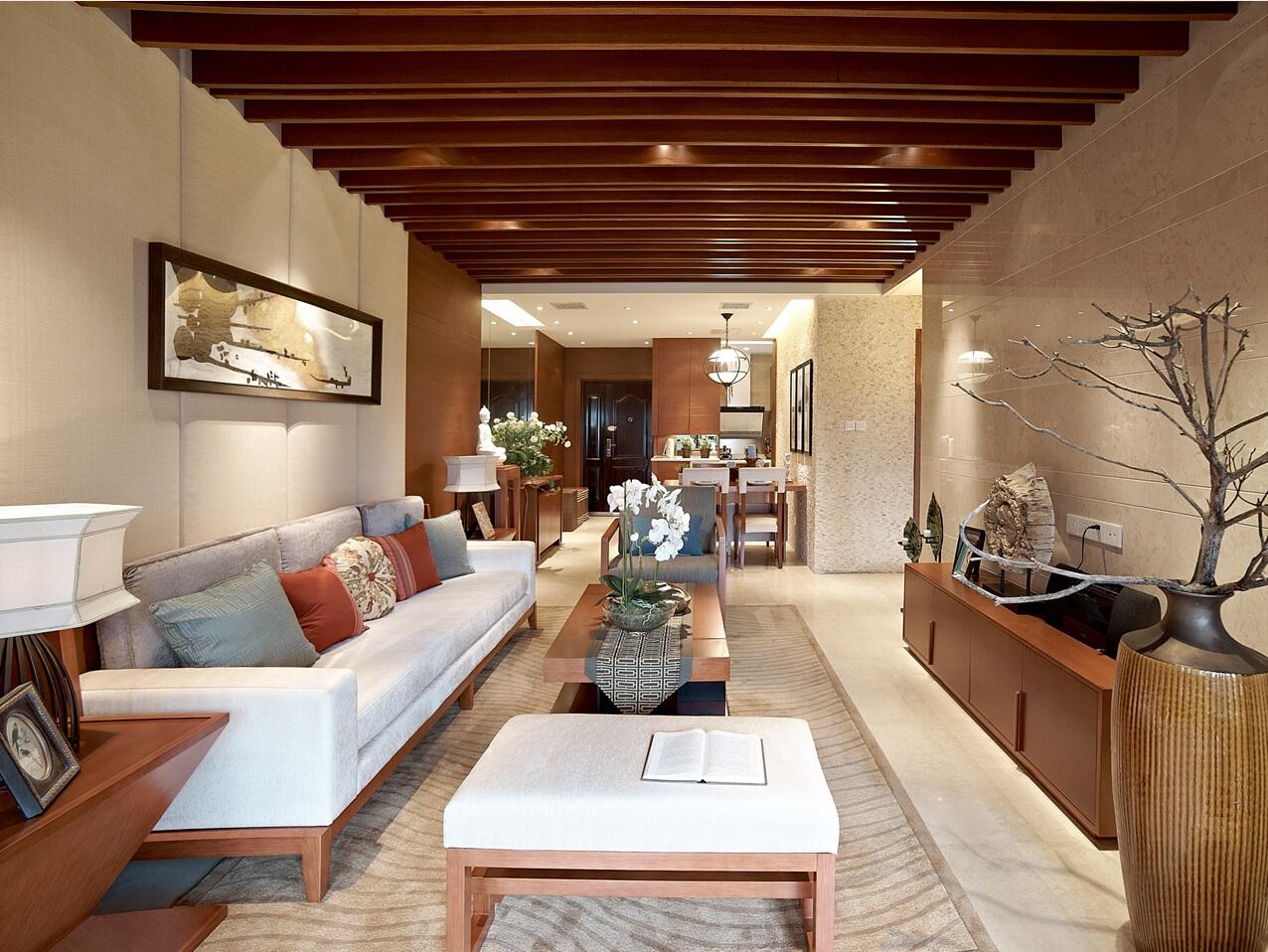 客厅通过对称性布局展现出高雅的格调,浓重的色彩搭配让室内装饰品和家具现代端庄而优雅。