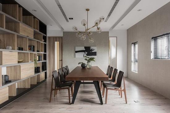 屋主相当重视家庭互动,一家人也会把餐厅当成书房,在此阅读、谈天,增进情感交流。