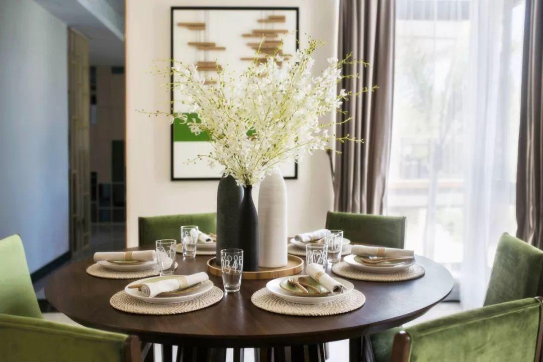 餐厅干净、明亮,显示出其主人的不同品味与性格