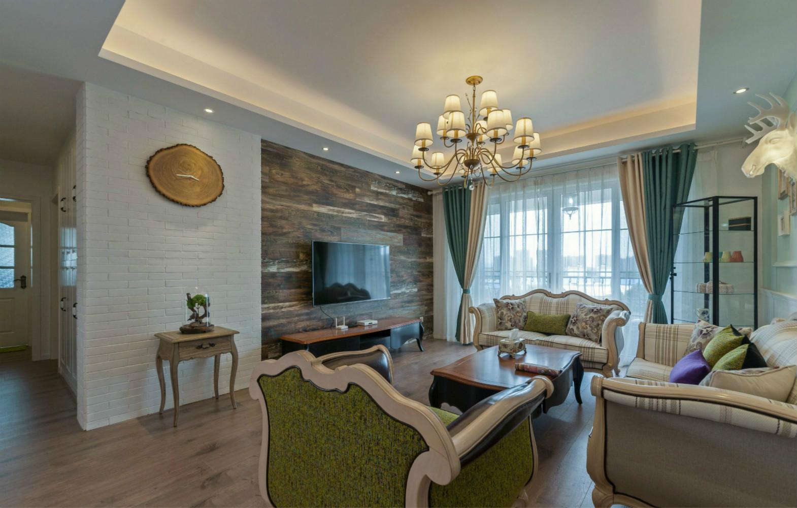 客厅的颜色设计上偏重一些与其他空间下相比,但丝毫不影响它的美感。