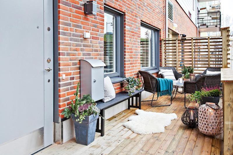 在阳台种三两盆心爱的植物,邀二三位好友聊聊天,35平又怎样。