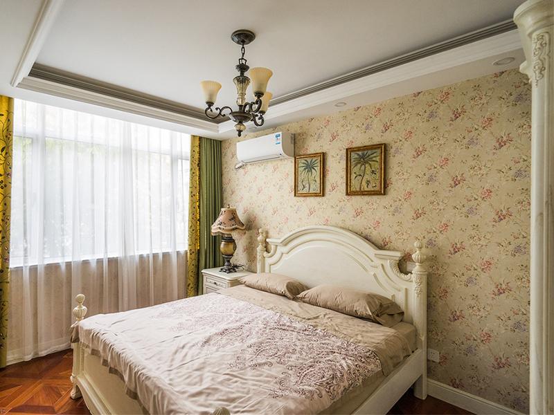 家里女儿谁的房间自然小唯美梦幻一点。
