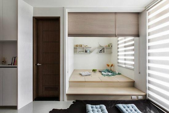采弹性隔间的客厅和室区,以通透设计串联场域,让自然光和风也能进驻空间。