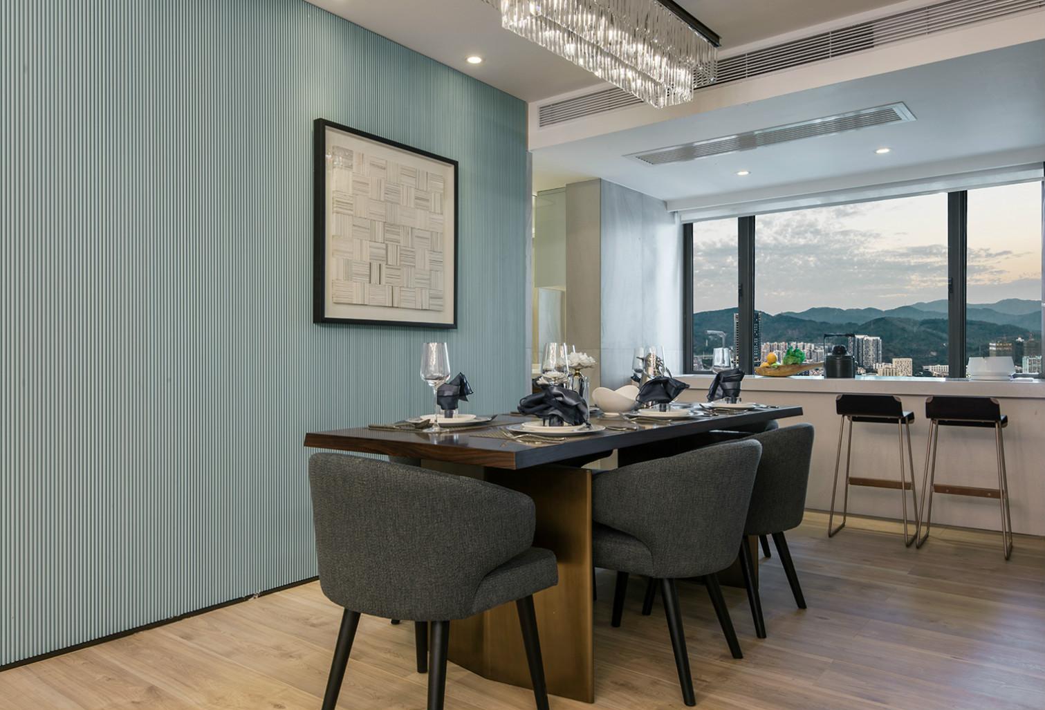 餐厅墙面浅绿色的时尚大气,同时也保留了空间的通透。