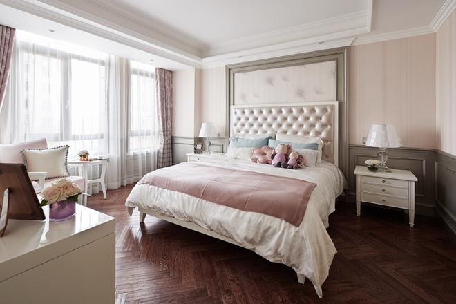 在女儿房用色上,设计师巧妙地加入粉色点缀,使房间有了亲切的青春活力感。