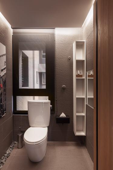 利用靠窗的角落布置成厕所,非常好的利用窗户排风。