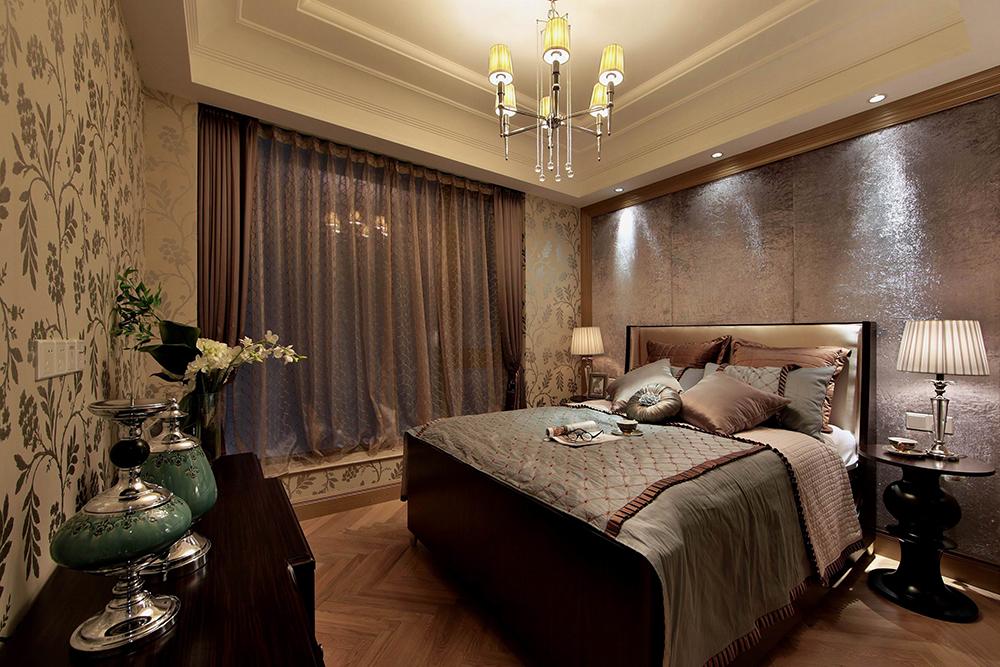 次卧装修相对简单,氤氲的灯光下给空间带来无尽舒适感。