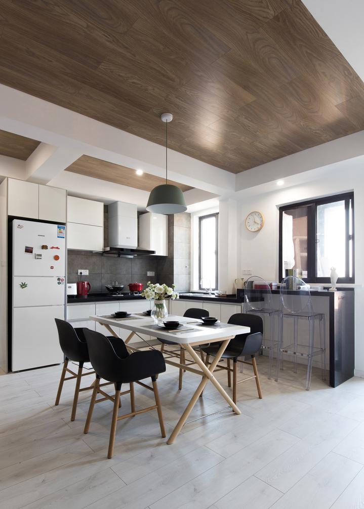 厨房、小餐厅、小吧台,同一片区域不同的功能。