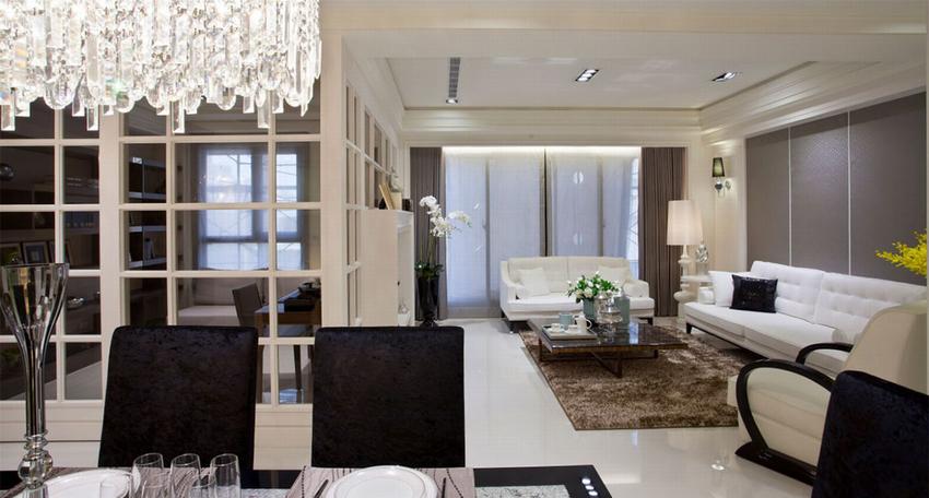 由餐厅望向客厅、书房,采光面的延续使空间拥有通透敞阔的视觉感受。