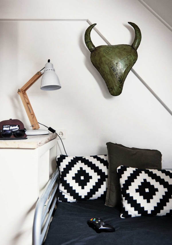 这种颜色在北欧风当中也有应用),地上的牛皮地毯。