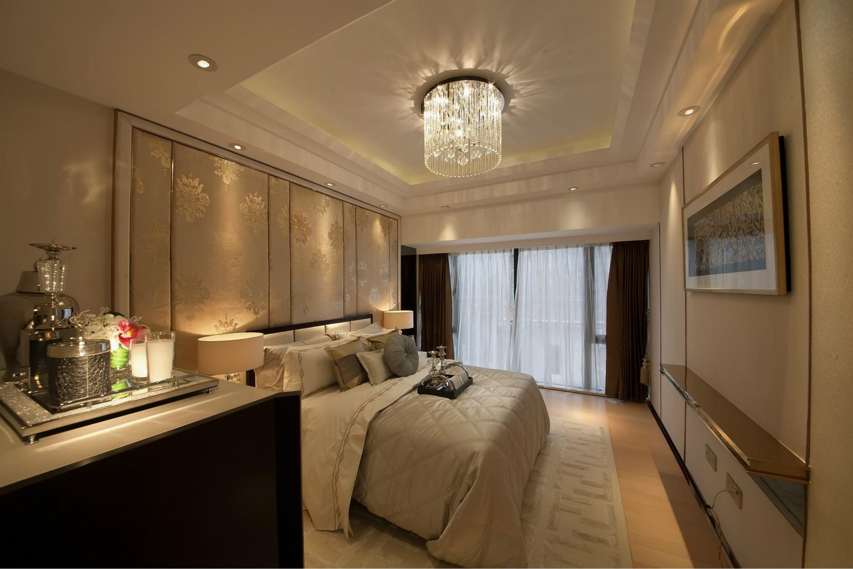 轻色系的卧室色彩搭配,让休息更加放松与舒适,没有过多的颜色,让空间更加协调。