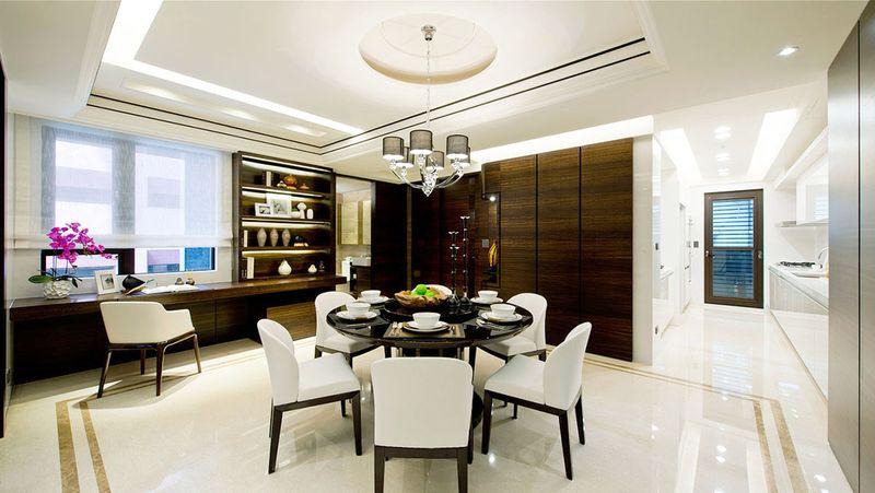 哪怕没有园林般的阔绰,面积的富足也是中式设计里不能缺少的,卧室如此餐厅也不例外。