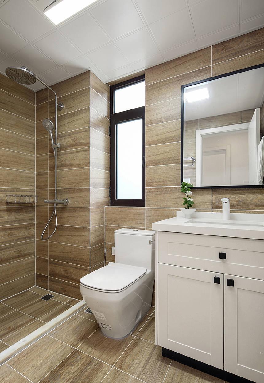 卫生间采用米色背景墙设计,淋浴房做了防水台处理,白色洁具在空间中显得十分静谧。